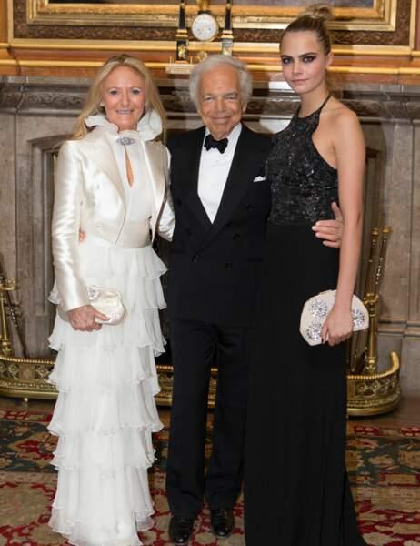 Ralph Lauren est un homme qui sait s'entourer : sa femme (qui ne lâche pas depuis 50 ans) et Cara Delevingne