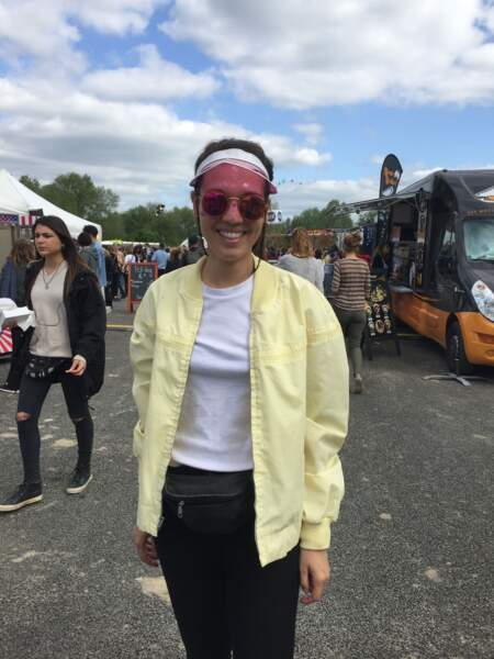 Marvellous Island Festival 2016: Pauline en bomber pastel du marketplace d'Asos et visière Tiger