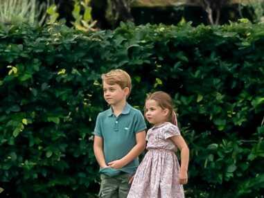VOICI Duo complice, George et Charlotte jouent au football sous les yeux de Kate Middleton