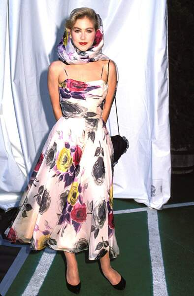 MTV Video Music Awards : Christina Applegate, très sage en robe fleurie en 1989