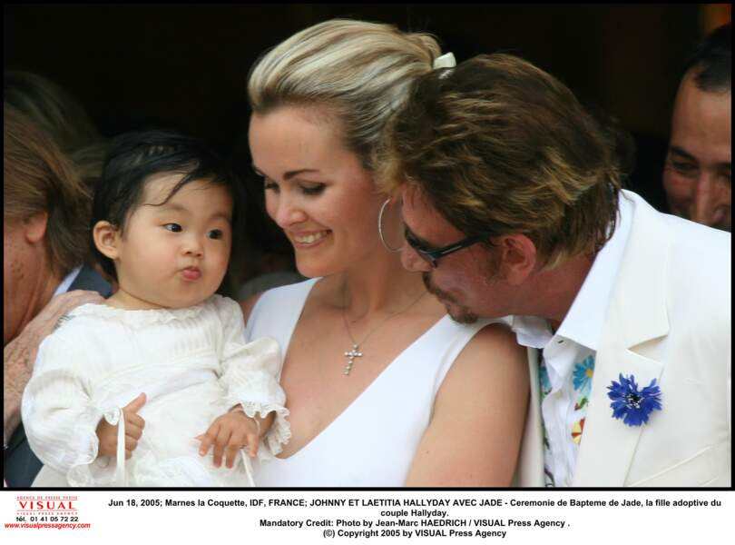 Johnny Hallyday et Laeticia Hallyday avec Jade lors de son baptême à Marnes-la-Coquette