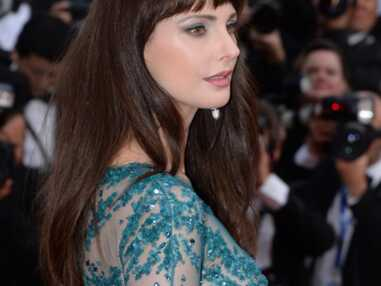 Festival de Cannes : Frédérique Bel en robe très sexy lors de la montée des marches