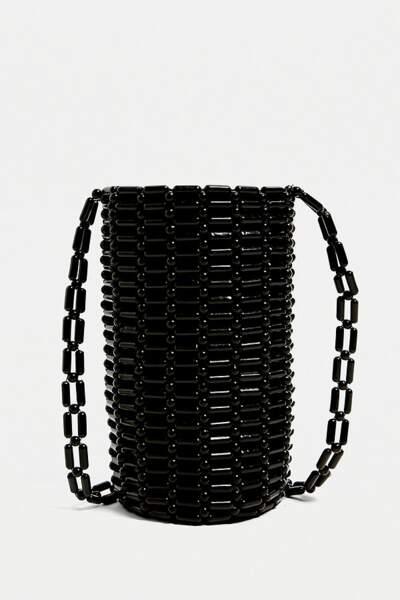 Sac bandoulière pour gourde en perles , Urban Outfitters, 22€