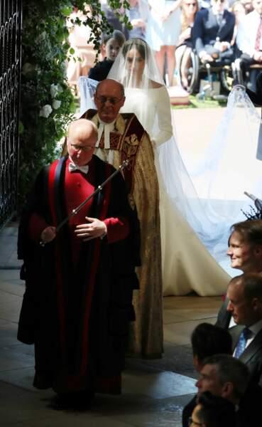 Meghan Markle entre dans la chapelle Saint-George