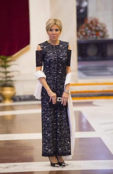 Brigitte Macron très élégante en robe longue pour assister au banquet du président de la République d'Inde