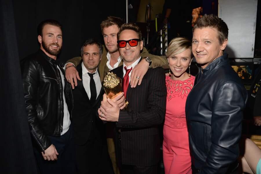 Robert Downey Jr entouré de Scarlett Johansson, Jeremy Renner...