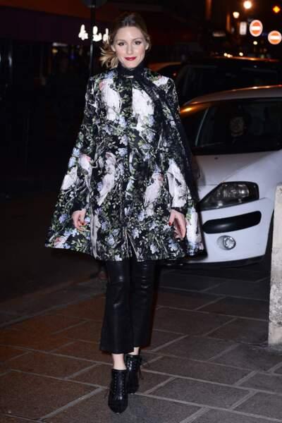 Fashion Week Haute Couture : Olivia Palermo en cape brodée (canon !) chez Ralph & Russo