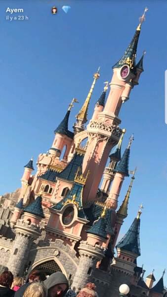 Ayem Nour immortalise la vue sur le château de La Belle au bois dormant