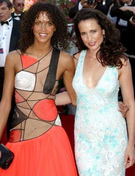 Noémie Lenoir (à gauche)