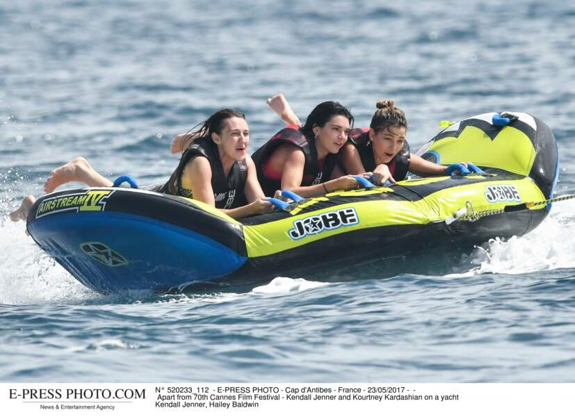 Les people à la plage ? Ils s'amusent comme des gosses : Kendall Jenner et Hailey Baldwin