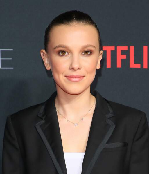 10 coiffures pour cheveux courts - Millie Bobby Brown