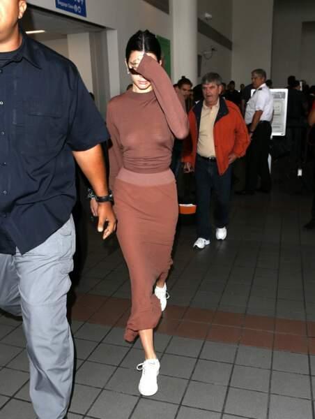 Kendall Jenner en montre trop avec une tenue transparente