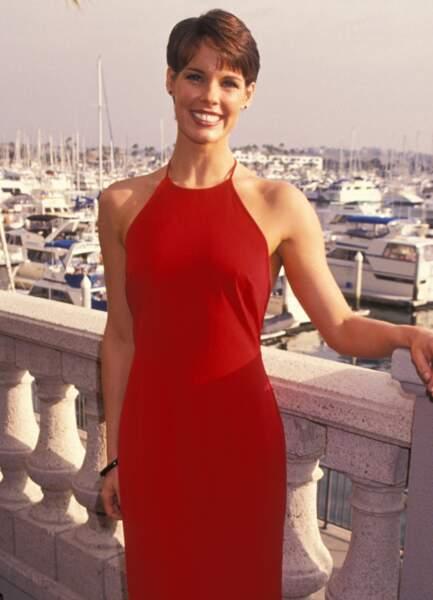 Alexandra Paul à l'époque où elle jouait le lieutenant Stephanie Holden dans Alerte à Malibu