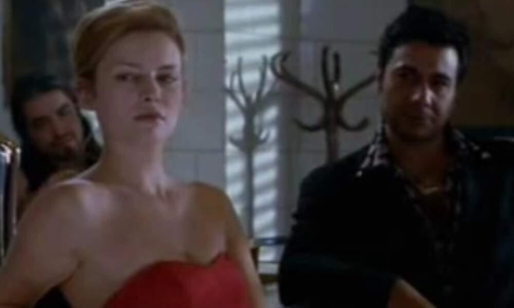 """En 2004, Elodie Frégé sort le clip de """"Je te dis non"""", réalisé par Catherine Breillat. Sa métamorphose est amorcée"""