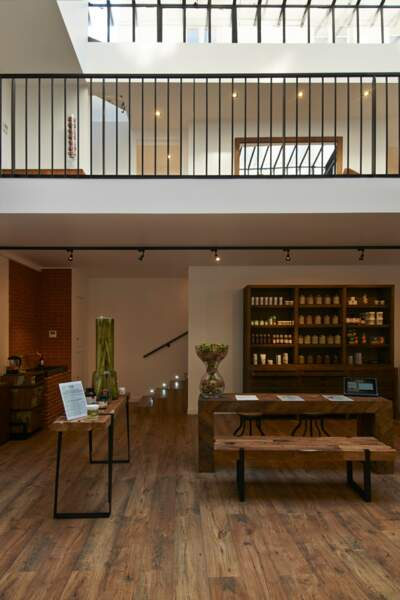 Atelier BioT. 51 Galerie Vivienne, 75002 Paris.