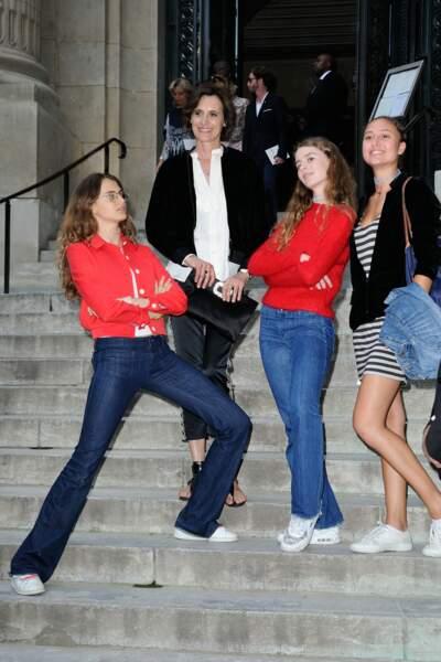 qui était venue avec ses deux filles, Violette et Nine (en jean et haut rouge)