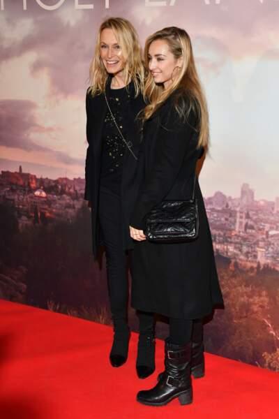 Estelle Lefébure et Emma Smet à l'avant-première d'Holy Lands, le 4 décembre à Paris