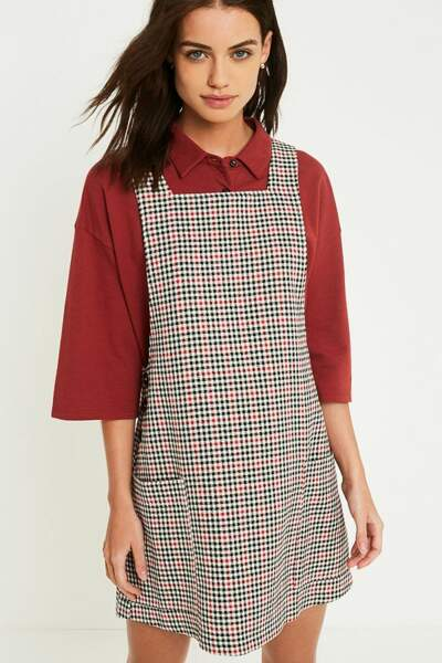 Robe chasuble à carreaux, Urban Outfitters, 62€