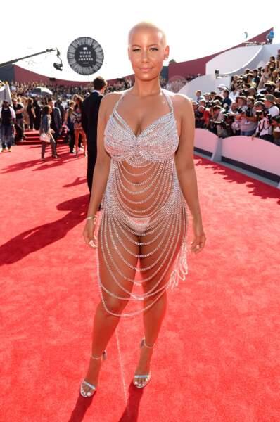 MTV Video Music Awards : Amber Rose en 2014, ou le revival de la robe de Rose McGowan
