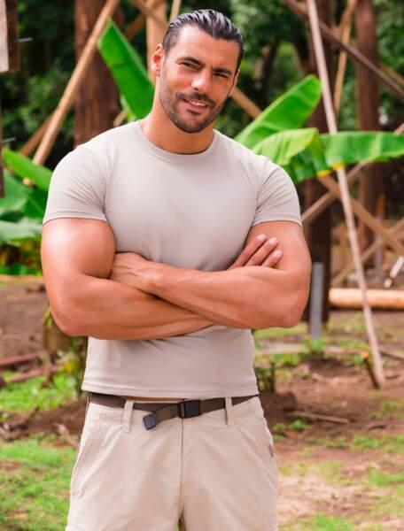 Et enfin Ismael, le chef de chantier qui a piqué les bras de The Rock