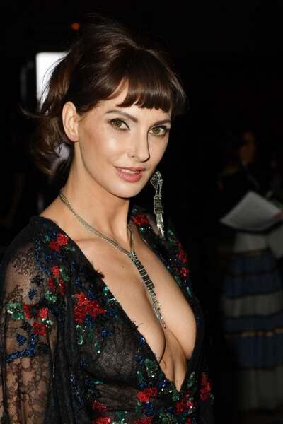 Fashion Week Haute Couture : Frédérique Bel SEXY