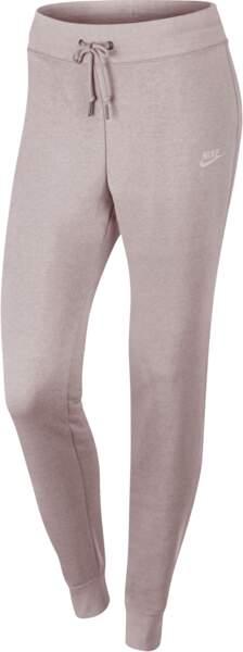 Pantalon de sport Nike chez Courir, 45 euros
