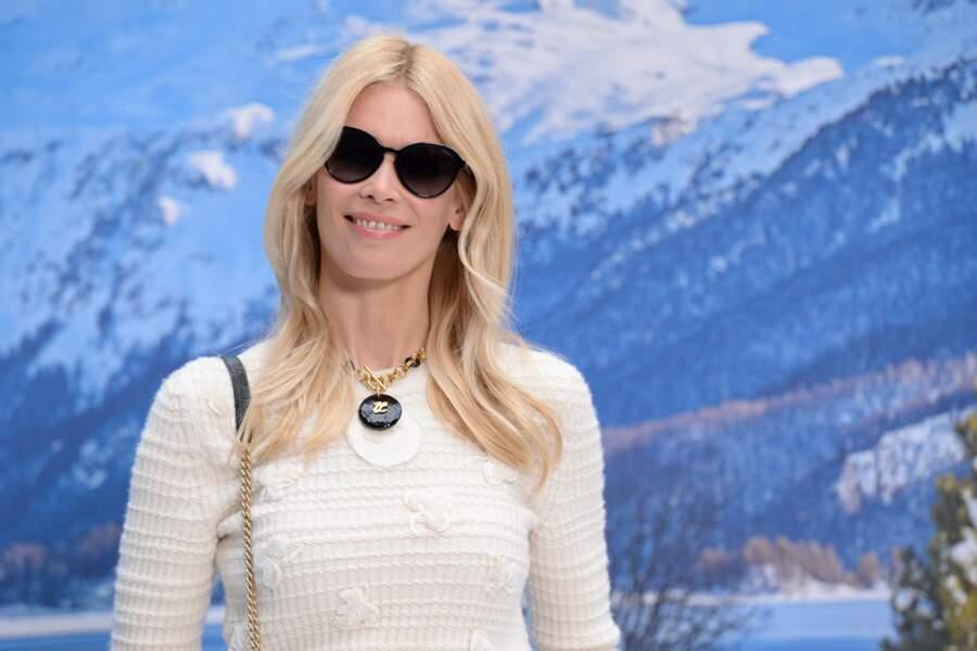 Claudia Schiffer au défilé Chanel automne-hiver 2019-2020 pour un dernier hommage à Karl Lagerfeld