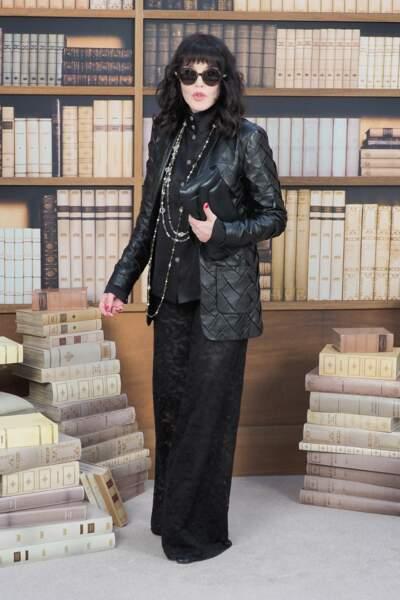 Isabelle Adjani au défilé haute couture Chanel, au Grand Palais