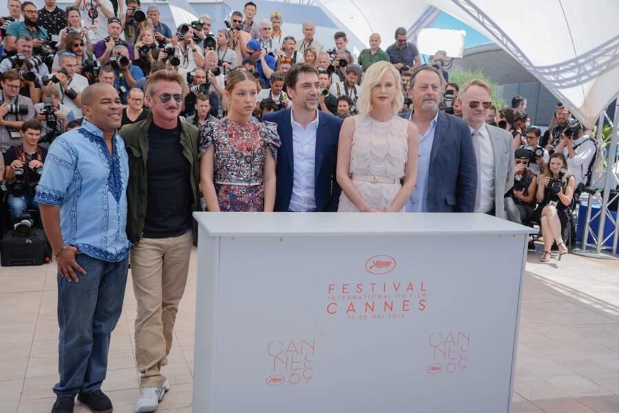 Cannes 2016: Charlize Theron et Sean Penn ont posé loiiiiin l'un de l'autre