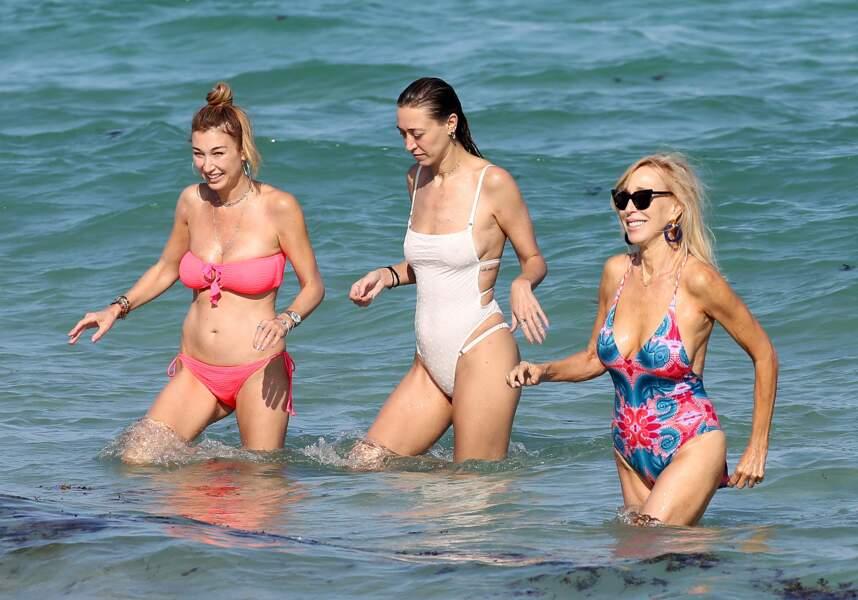 Les sœurs de Gigi et Bella Hadid en maillot de bain : Marielle et Alana Hadid avec leur mère Mary Butler à Miami