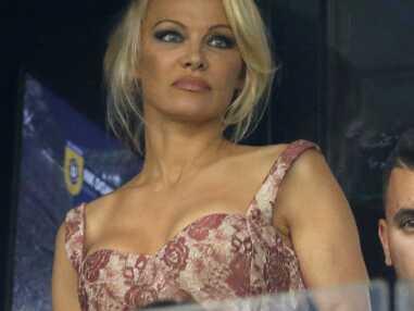 Pamela Anderson réconforte Adil Rami, blessé pendant un match de l'OM