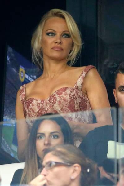 Pamela Anderson assiste pour la première fois à un match d'Adil Rami au Vélodrome avec l'OM