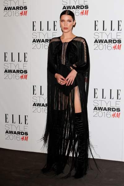 Bella, Hadid, réussissait l'exploit de ne pas être ridicule avec ses franges et ses cuissardes