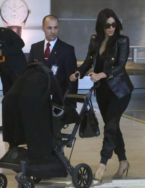 Dimanche 18 mai, Kim Kardashian arrive à Paris avec sa petite North