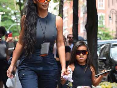 VOICI Kim Kardashian : sans soutien-gorge dans la rue, elle hypnotise les passants
