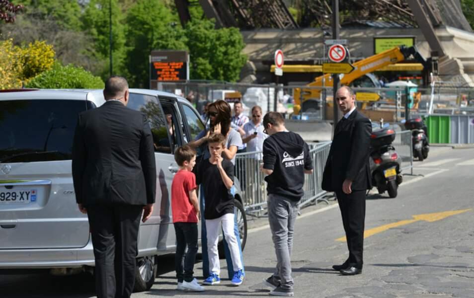 La famille Beckham visitent la Tour Eiffel