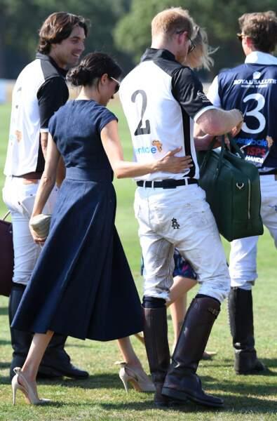 Le prince Harry et Meghan Markle s'embrassent : ils repartent ensemble