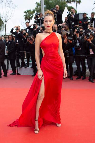 Festival de Cannes 2019 : Bella Hadid sublime en robe rouge