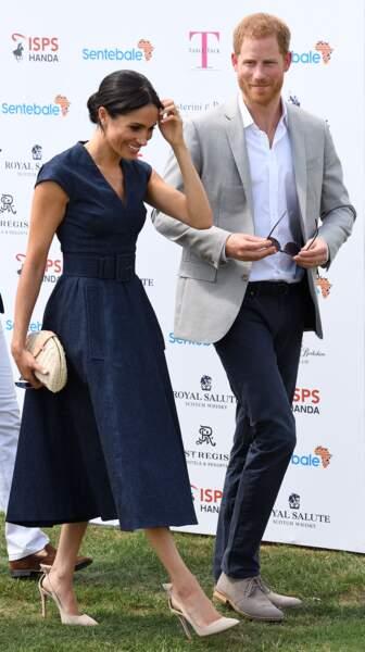 Le prince Harry et Meghan Markle s'embrassent : le duc et la duchesse de Sussex à un match de polo caritatif