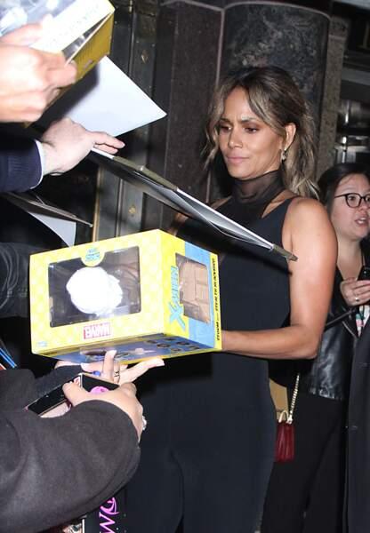 Halle Berry rencontre ses fans