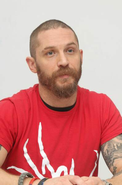 Tom Hardy avec barbe : la sexiness incarnée.