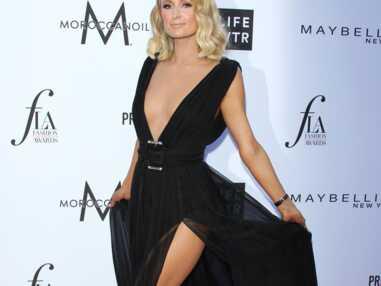 Paris Hilton montre sa culotte aux Daily Front Row's Fashion Awards