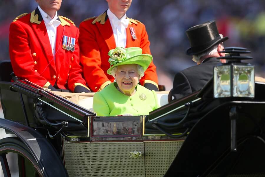La reine Elizabeth n'a pas manqué de sourire à ses humbles sujets