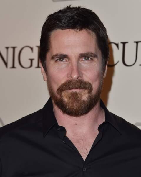 Christian Bale barbu : shérif texan.