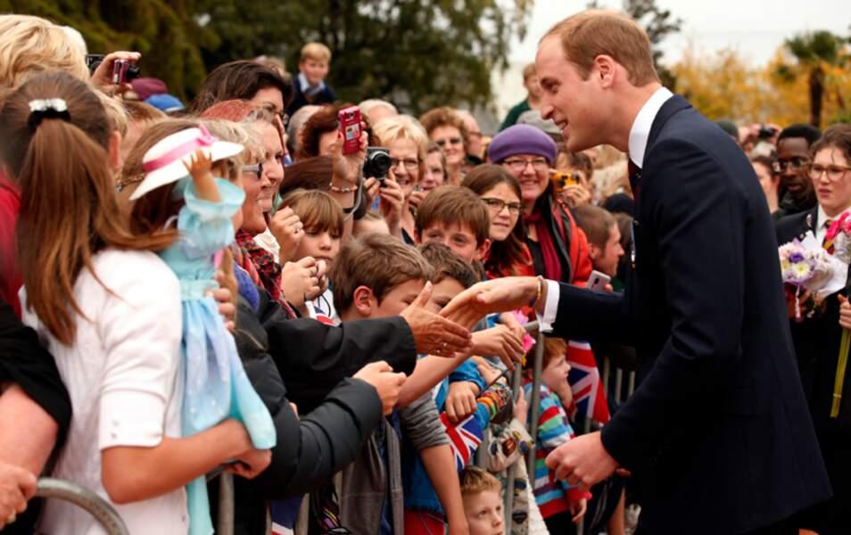 Bain de foule pour le prince William