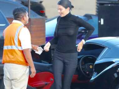 Kendall Jenner : en pleine sortie au restaurant, le mannequin dévoile sa poitrine par mégarde