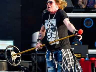 VOICI Axl Rose : à 57 ans, le chanteur des Guns & Roses est le sosie d'un proche de Johnny Hallyday !