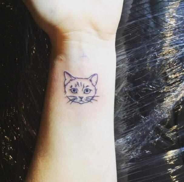 Tatouage poignet : la tête de chat de Sunny Sun @suunny____