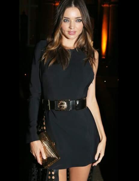 Miranda Kerr en robe courte, ajourée…