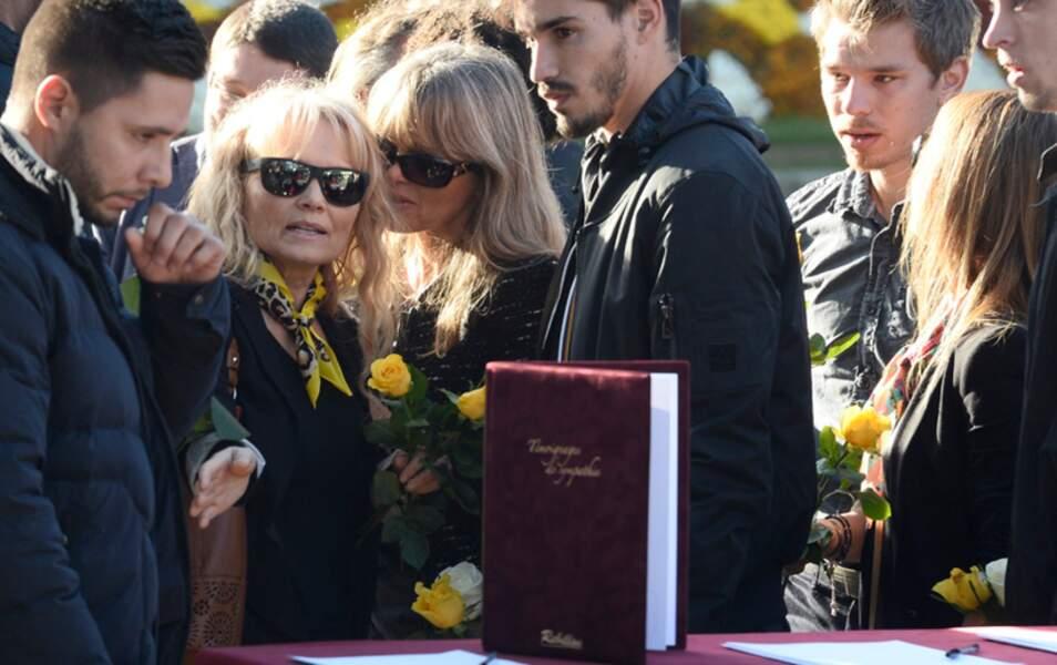 La mère de Gaël Lopes entourée de ses proches